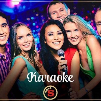 Comparti con amigos en Slots Manzana, pizza, tragos, karaoke y casino!