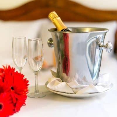 Noche romántica p/ 2 con desayuno incluido en el Yacht