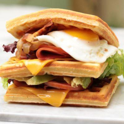 Combo Almuerzo o cena; Mega Waffle con toppings a eleccion + 1 Gaseosa