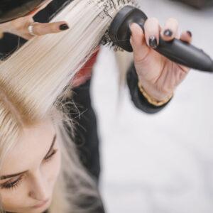 ¡Promo pelu para mamá! Lavado, brushing o planchita, diseño de ceja, depilación con hilo y henna de regalo!