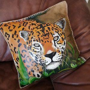Almohada de cuero pintadas a mano